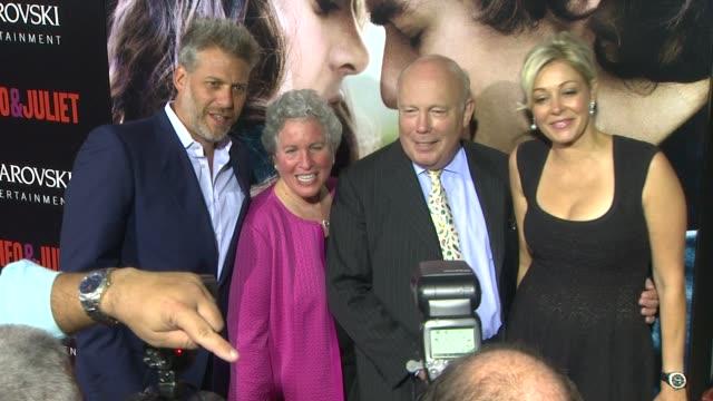 vídeos de stock, filmes e b-roll de lawrence elman, ileen maisel, julian fellowes, nadja swarovski at romeo & juliet los angeles premiere on 9/24/2013 in hollywood, ca. - julian fellowes