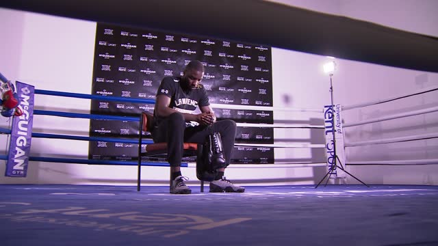 lawrence okolie training; england: london: int lawrence okolie in gym wearing t-shirt 'lawrence okolie 15-0' with list of defeated opponents / okolie... - t shirt stock videos & royalty-free footage