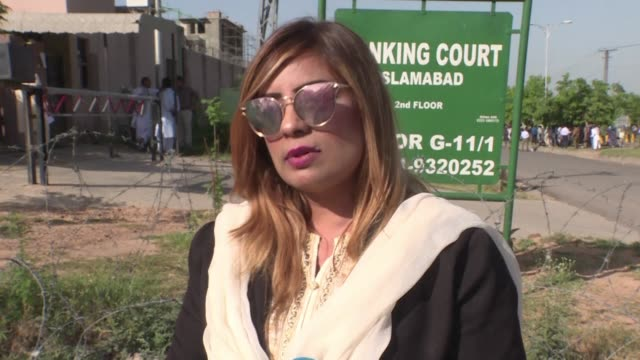 stockvideo's en b-roll-footage met lawyers for nawaz sharif reacting to a court decision sentencing the former prime minister of pakistan to 10 years in prison in absentia - voormalig