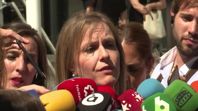 lawyers of a woman with an advanced degenerative disease who are in conflict with a spanish hospital that refuses to resuscitate the patient if she... - arresto video stock e b–roll