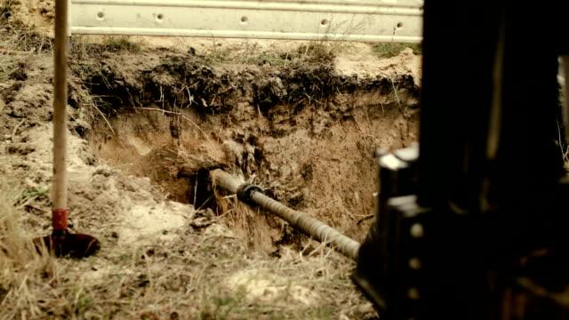 laying of a high-speed internet cable  - underground engineering - 少於10秒 個影片檔及 b 捲影像