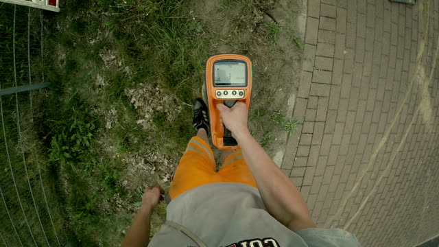 vidéos et rushes de laying of a high-speed internet cable - underground engineering - tour de forage
