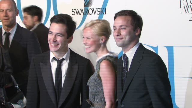 lazaro hernandez kate bosworth and jack mccollough at the the 2007 cfda awards at new york public library in new york new york on june 4 2007 - kate bosworth stock-videos und b-roll-filmmaterial