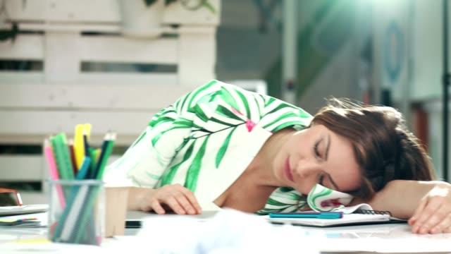 vídeos de stock e filmes b-roll de lazy monday - exhaustion