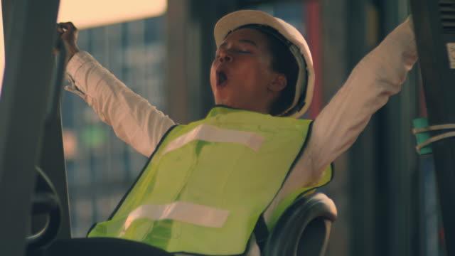 vídeos de stock e filmes b-roll de lazy worker driving a forklift - bocejar