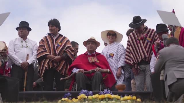líderes espirituales indígenas entregaron al nuevo presidente de ecuador lenin moreno un baston de mando durante una ceremonia sagrada que tuvo lugar... - archäologie stock-videos und b-roll-filmmaterial
