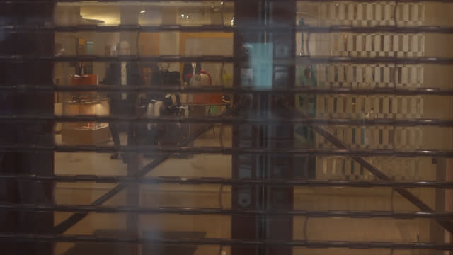 vidéos et rushes de le bon marché department store closed due to the coronavirus crisis - centre ville