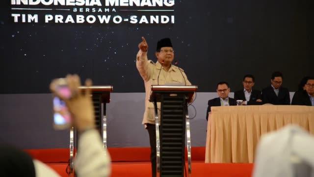 le candidat a l'election presidentielle indonesienne prabowo subianto tient son dernier rassemblement dans la ville de surabaya dans l'est de java - surabaya stock videos & royalty-free footage