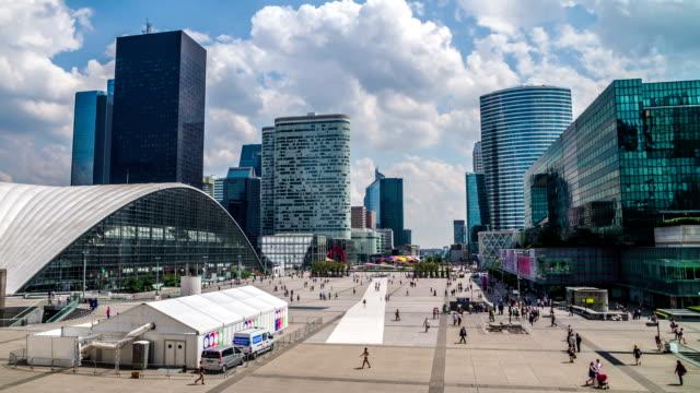 Le cadre de la Défense-Paris