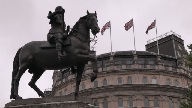 le sueur's bronze equestrian statue of charles i in trafalgar square in london - british culture stock videos & royalty-free footage