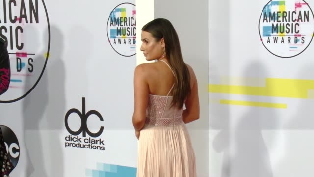 lea michele at 2017 american music awards on november 19 2017 in los angeles california - american music awards video stock e b–roll