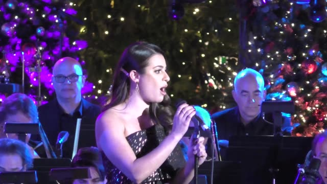 vídeos de stock, filmes e b-roll de lea michele at the grove christmas with seth macfarlane presented by citi at the grove on november 13 2016 in los angeles california - the grove los angeles