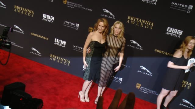 vídeos de stock, filmes e b-roll de lea thompson and madelyn deutch at the 2014 bafta los angeles jaguar britannia awards presented by bbc america and united airlines in los angeles ca... - lea thompson