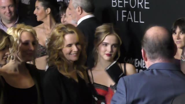 vídeos de stock, filmes e b-roll de lea thompson and zoey deutch at the 'before i fall' premiere on march 01 2017 in west hollywood california - lea thompson