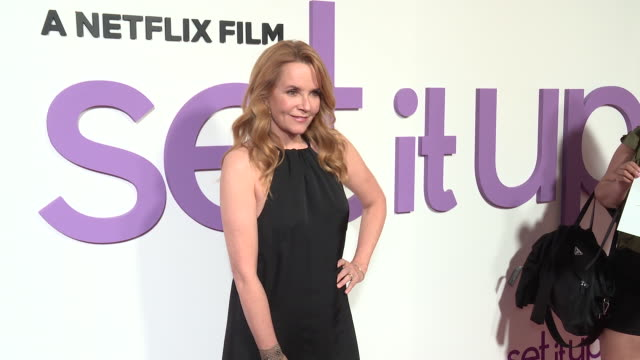 vídeos de stock, filmes e b-roll de lea thompson at special screening of the netflix film set it up at amc lincoln square theater on june 12 2018 in new york city - lea thompson