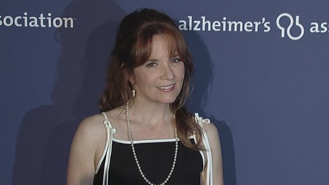 vídeos de stock, filmes e b-roll de lea thompson at the 18th annual 'a night at sardi's' fundraiser and awards dinner at beverly hills ca - lea thompson