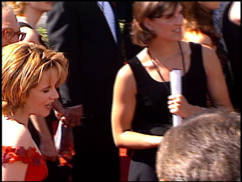 vídeos de stock, filmes e b-roll de lea thompson at the 1998 emmy awards at the shrine auditorium in los angeles california on september 13 1998 - lea thompson
