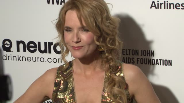 vídeos de stock, filmes e b-roll de lea thompson at the 23rd annual elton john aids foundation academy awards viewing party sponsored by chopard neuro drinks and wells fargo on february... - lea thompson