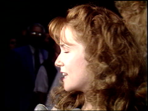 lea thompson at the 'back to the future 2' premiere at universal studios in universal city california on november 20 1989 - premiere stock-videos und b-roll-filmmaterial