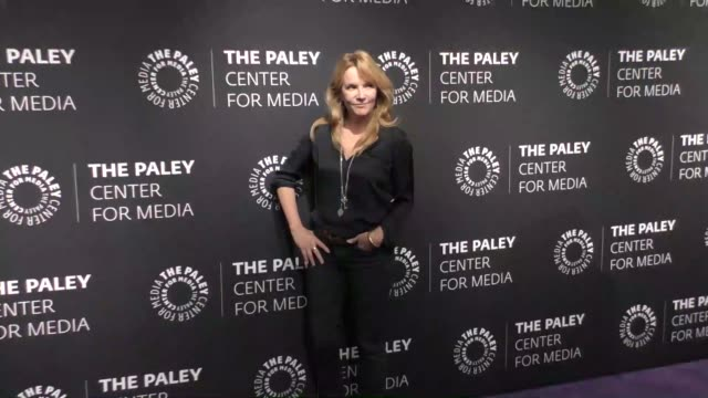 vídeos de stock, filmes e b-roll de lea thompson at the paley center for media presents 'the goldbergs' 100th episode celebration on october 17 2017 in beverly hills california - lea thompson