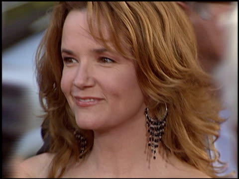 vídeos de stock, filmes e b-roll de lea thompson at the premiere of 'the whole ten yards' at grauman's chinese theatre in hollywood california on april 7 2004 - lea thompson