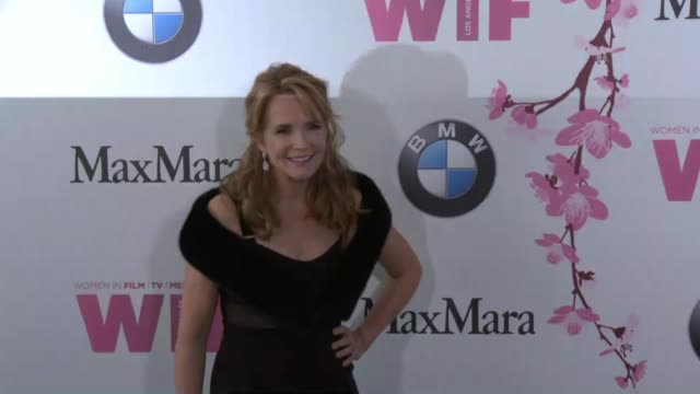 vídeos de stock, filmes e b-roll de lea thompson at the women in film 2017 crystal lucy awards presented by max mara and bmw at the beverly hilton hotel on june 13 2017 in beverly hills... - lea thompson