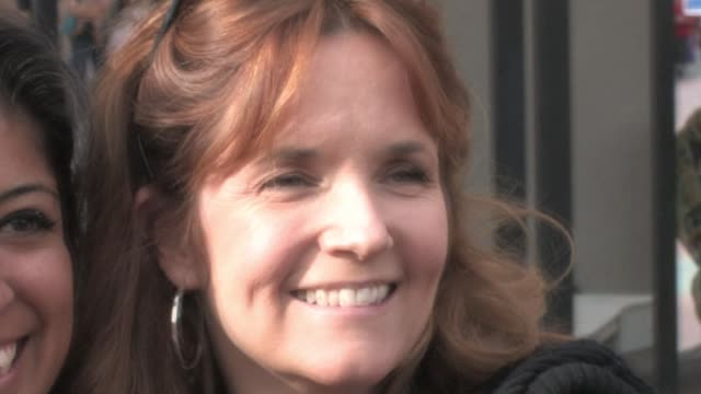vídeos de stock, filmes e b-roll de lea thompson at universal city walk at the celebrity sightings in los angeles at los angeles ca - lea thompson