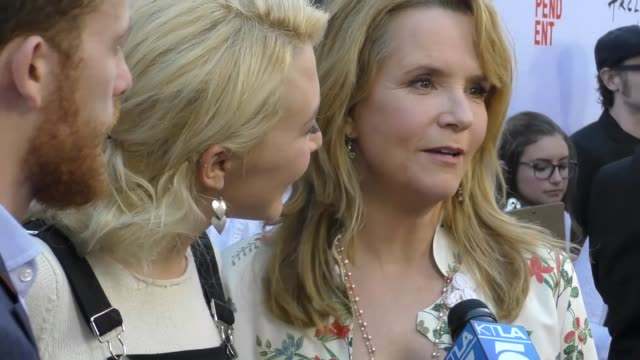 vídeos de stock, filmes e b-roll de lea thompson madelyn deutch at the 2017 los angeles film festival opening night premiere of focus features' 'the book of henry' on june 14 2017 in... - lea thompson