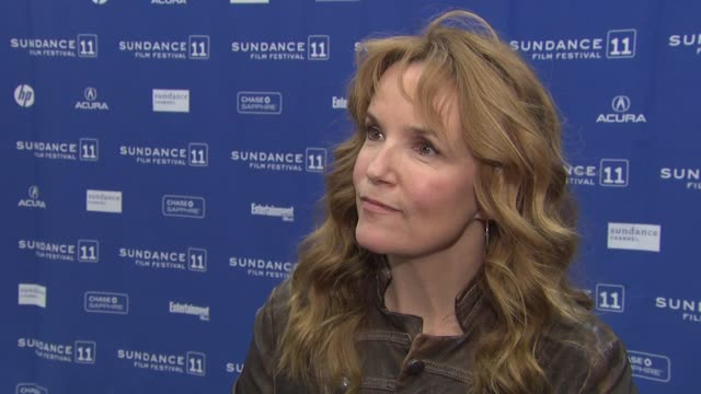 vídeos de stock, filmes e b-roll de lea thompson on her character how greg's character cons her back into their relationship what it was about this story that made her want to be apart... - lea thompson