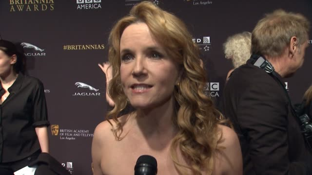 vídeos de stock, filmes e b-roll de interview lea thompson on the event at 2014 bafta los angeles jaguar britannia awards presented by bbc america and united airlines in los angeles ca - lea thompson