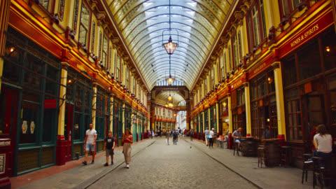 vídeos y material grabado en eventos de stock de calle leadenhall market. ciudad de londres - estilo victoriano