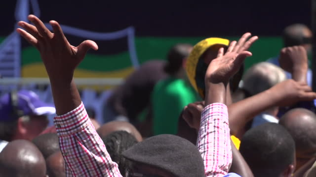 anc leader cyril ramaphosa speaking to cheering crowds at a rally in cape town south africa - nelson mandela stock videos and b-roll footage