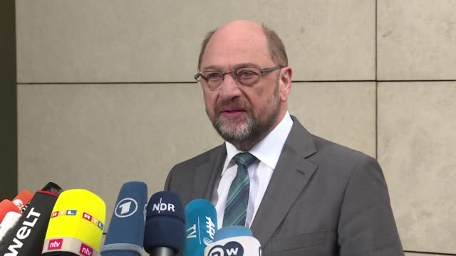 vídeos de stock e filmes b-roll de spd leader martin schulz warns that germany's top parties still have things to negotiate in several areas ahead of next week's deadline for sealing a... - democracia