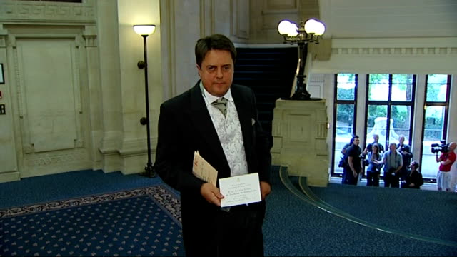 bnp leader nick griffin banned from buckingham palace garden party england london int nick griffin mep down stairs close shot of invitation for nick... - anweisungen konzepte stock-videos und b-roll-filmmaterial