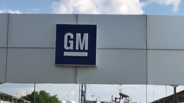 leaders of the united auto workers announce that they reached a tentative deal with general motors to end a nationwide strike - general motors stock videos & royalty-free footage