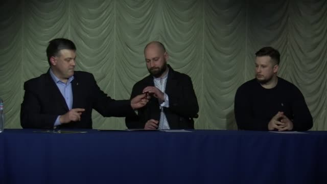 stockvideo's en b-roll-footage met leaders of ukrainian nationalists parties andriy biletsky andriy tarasenko and oleg tyagnybok sign the national manifesto in kiev ukraine 16 march... - manifest