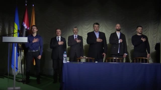 stockvideo's en b-roll-footage met leaders of ukrainian nationalists parties andriy biletsky andriy tarasenko and oleg tyagnybok sing national anthem after signing the national... - manifest