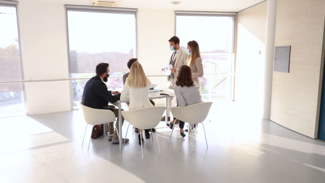 leading a meeting - zoom out stock videos & royalty-free footage