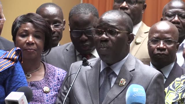 stockvideo's en b-roll-footage met leading politicians in ivory coast condemn in the strongest terms an international arrest warrant issued by neighbouring burkina faso for ivorian... - staatsgreep