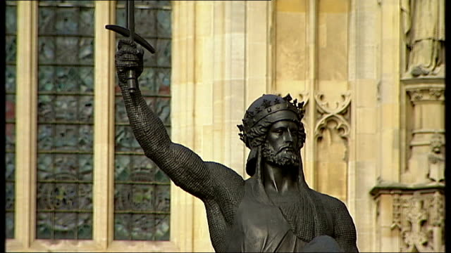 leading tory backbencher calls for eu referendum vote england london westminster ext richard the lionheart statue outside houses of parliament gloved... - richard i of england stock videos and b-roll footage