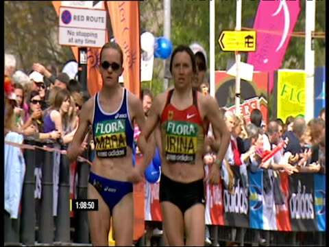 leading women at 20km point irina mikitenko in front london marathon - spielkandidat stock-videos und b-roll-filmmaterial