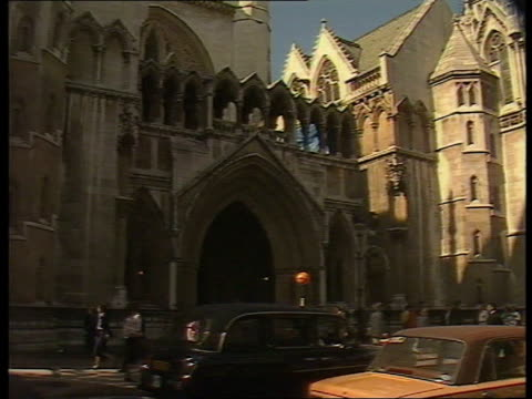 leaflet row **** for england london hig court gv high court as traffic past in f/g cms stephen sedley qc along out of building - inghilterra video stock e b–roll