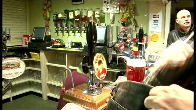 vidéos et rushes de bradford fans travel to wembley; england: west yorkshire: bradford: int various shots of bradfrod city fans drinking beer in pub /bradford fans... - demi finale