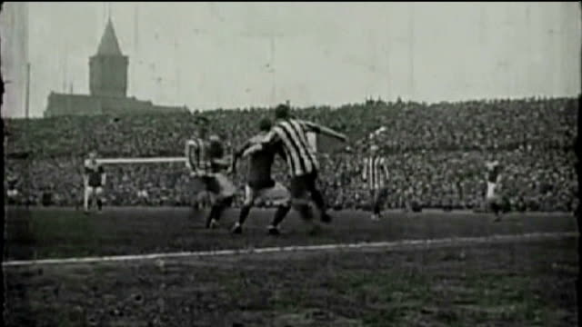 vídeos de stock, filmes e b-roll de league cup final preview: bradford city v swansea city; 1911 manchester: old trafford: b/w archive footage of bradford city playing in cup final... - inglaterra