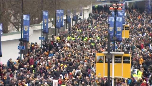 vídeos de stock, filmes e b-roll de swansea city beat bradford city england london wembley ext crowds of bradford city fans waving flags and scarves on wembley way ahead of capital one... - neckwear