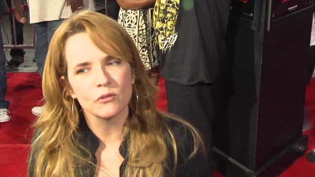 vídeos de stock, filmes e b-roll de leah thompson on having a crazy sense of humor and on dangerous stunts she's performed in movies at the jackass number two premiere arrivals at... - lea thompson
