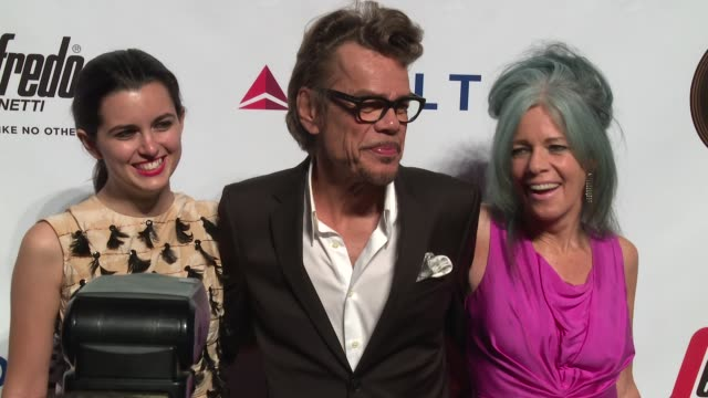 leah victoria hennessey david johansen and mara hennessey at friars club honors martin scorsese with entertainment icon award at cipriani wall street... - cipriani wall street stock videos & royalty-free footage