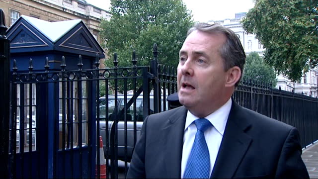 leaked letter from secretary of defence about spending cuts in his department day liam fox mp along to speak to reporter sot appalling that a... - segretario della difesa video stock e b–roll