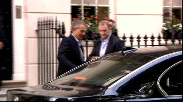 ed balls denies plot to 'oust' tony blair london ext tony blair out of house and into car ignoring reporter's shouted question 'mr blair were you... - キャシー・ニューマン点の映像素材/bロール