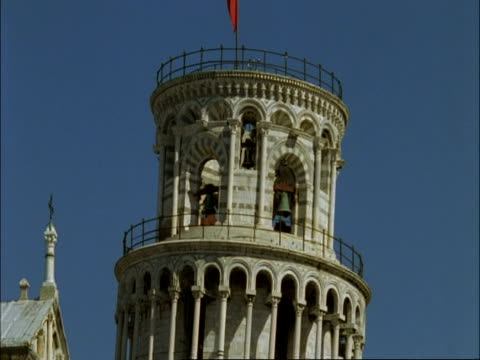 leaning tower of pisa - cu side view, top of tower showing bells, tuscany - circa 12th century stock videos and b-roll footage